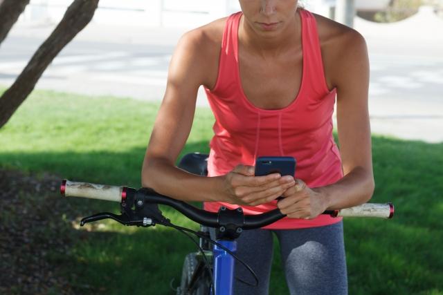 自転車の交通事故で増えている、ながらスマホでの運転事故!