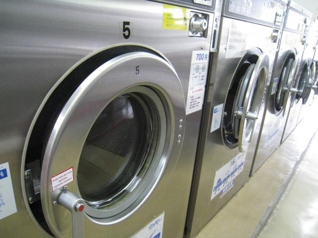コインランドリーの乾燥機を使うと縮むの?