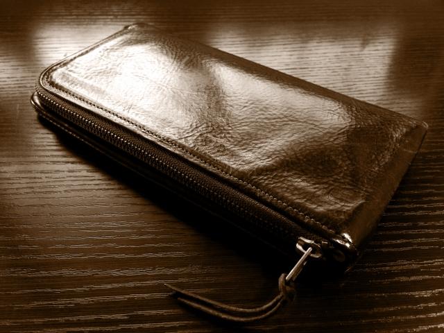 革が汚れてしまった時クリーニングに出せる?財布の場合は?