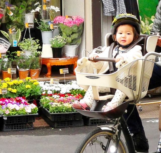 自転車のチャイルドシートの選び方。日除けは使う?