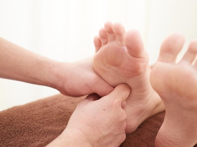 不調によく効く足裏のツボマッサージ!胃腸を救う!
